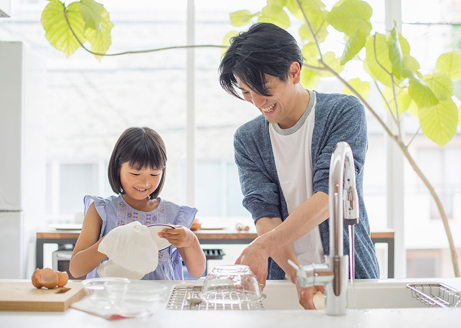 Dad and daughter doing dishes